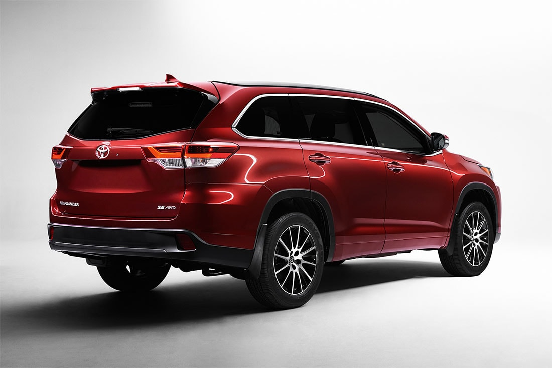 Updated Toyota Highlander crossover appeared on the Russian market