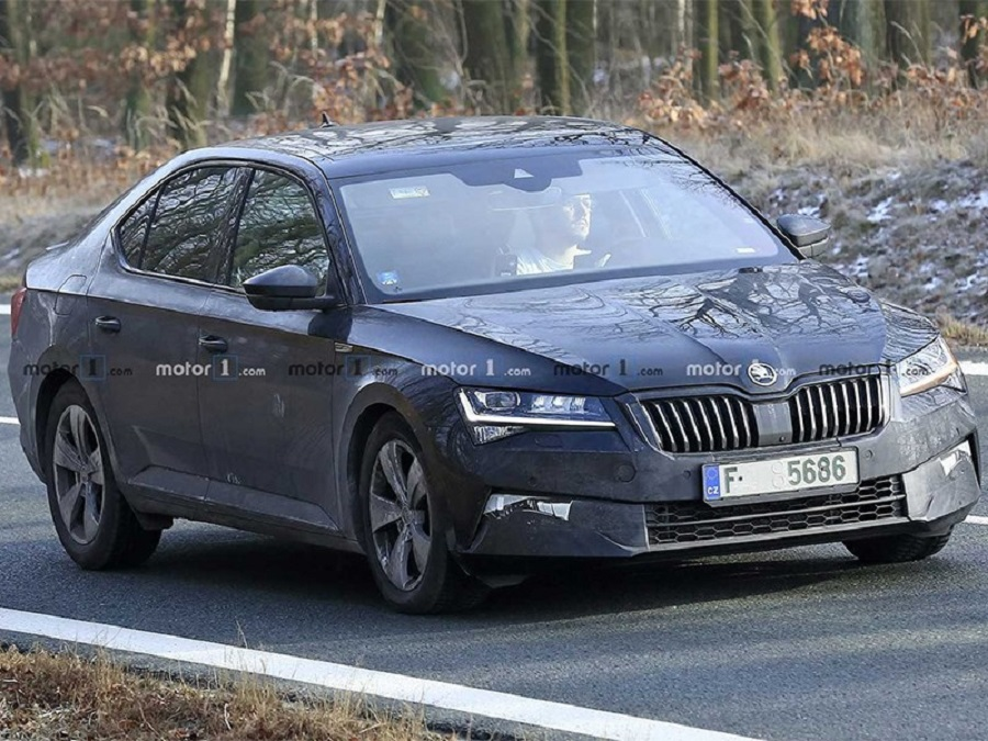 Received photo of the new Skoda Superb without camouflage