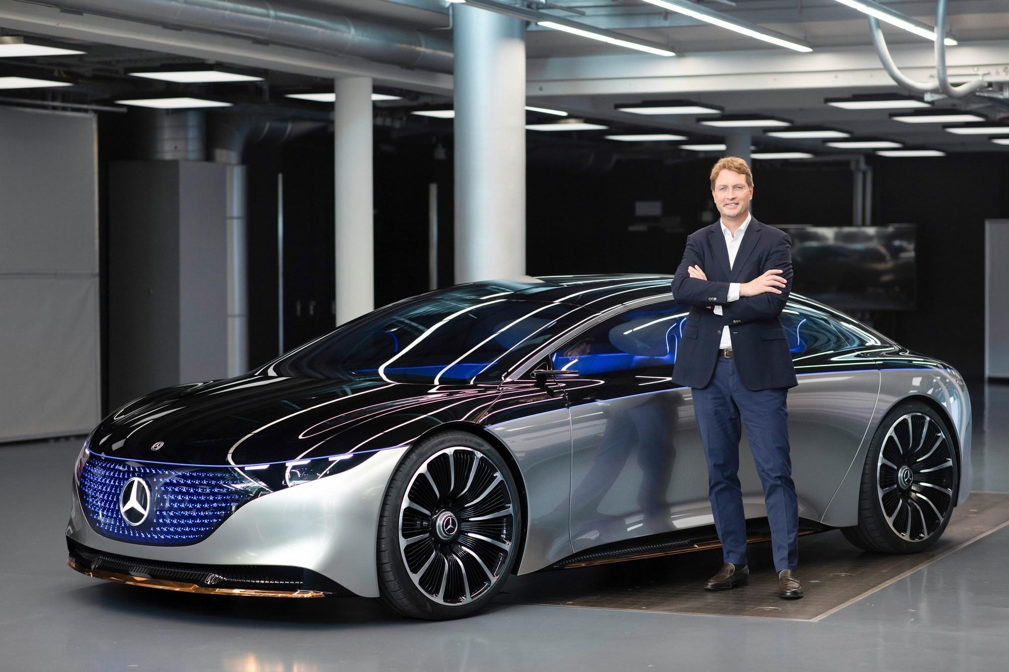 Mercedes-Benz is preparing to sell the new electric vehicle EQS