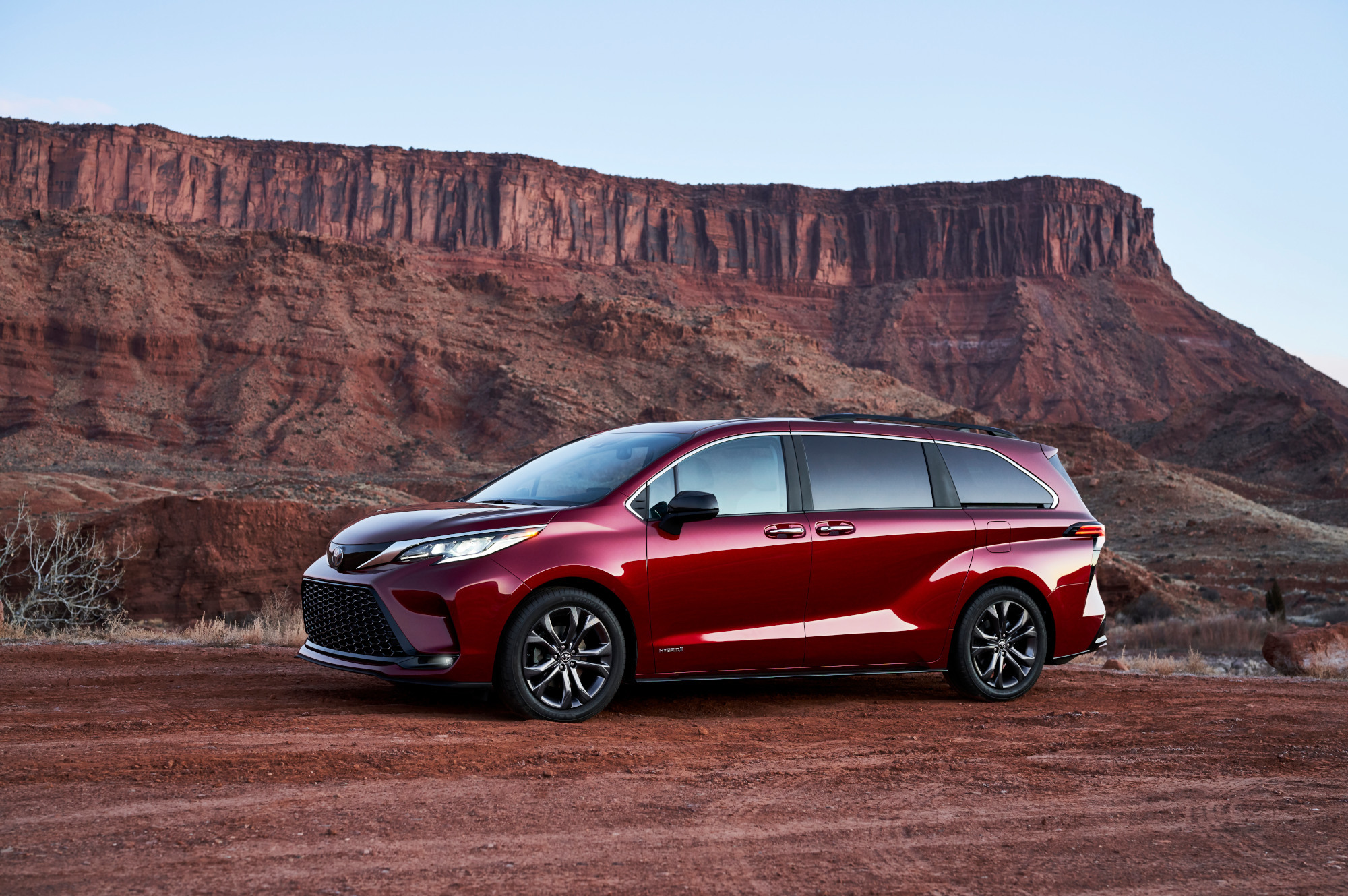 New Toyota Sienna: cool design and super economical system
