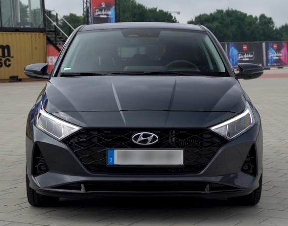 Official teasers of Hyundai i20 appeared on the network