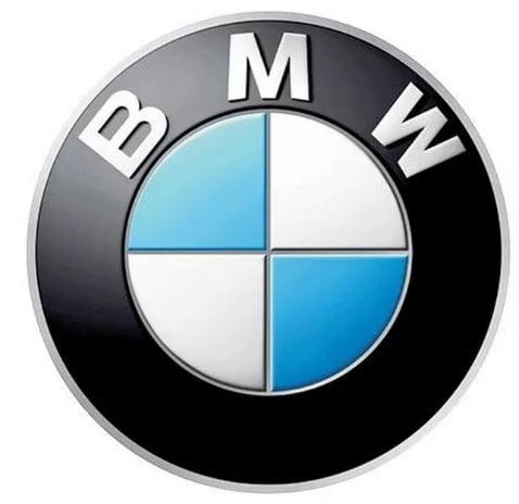 Intelligente Werbetafeln auf Straßen warnen BMW Fahrer vor abgelaufener Garantie